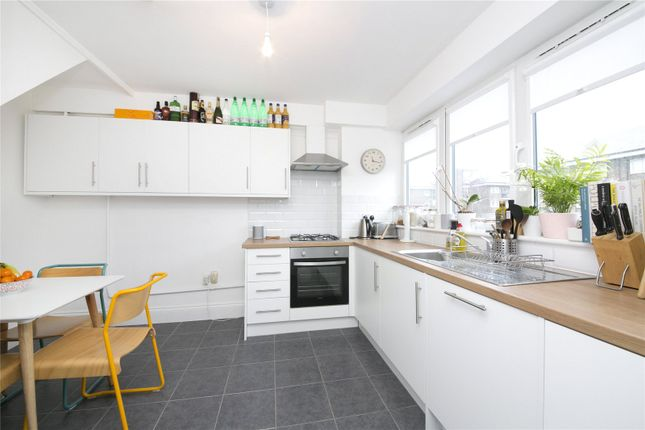 Thumbnail Maisonette to rent in Caledonian Road, Barnsbury