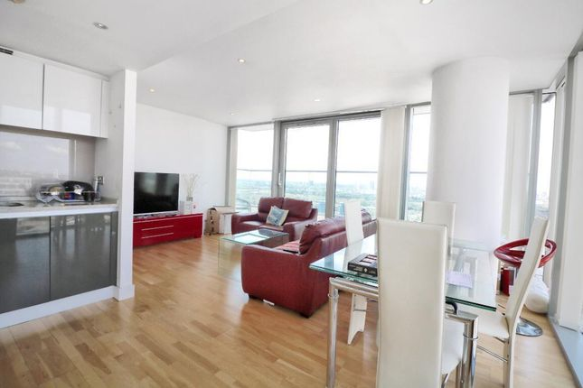 Thumbnail Flat to rent in The Landmark West Tower, 24 Marsh Wall, London