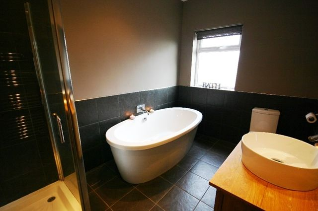 Family Bathroom of Leigh Road, Westhoughton BL5