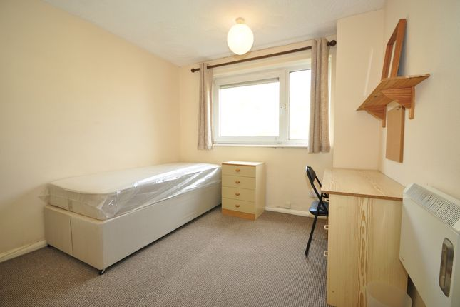 Thumbnail Room to rent in Warwick Crescent, Southsea