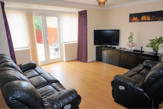 Living Room of Greenwich Close, Heathley Park LE3