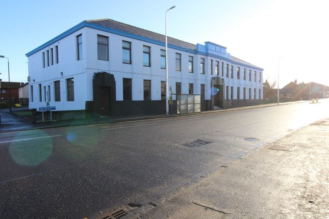 Thumbnail Flat to rent in Grahams Road, Falkirk