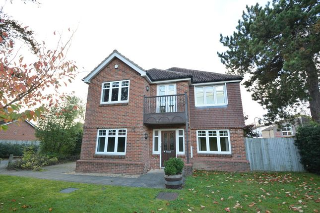 Thumbnail Detached house to rent in Botley Road, Fair Oak, Eastleigh