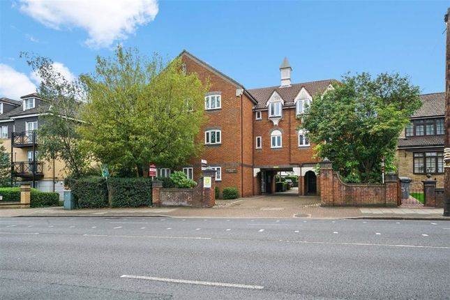 2 bed flat to rent in Kenton Road, Harrow, Middlesex HA3