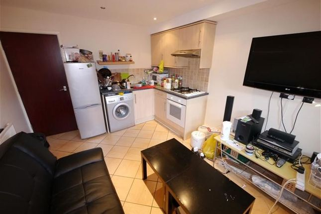 Thumbnail Flat to rent in Belle Vue Road, Hyde Park, Leeds