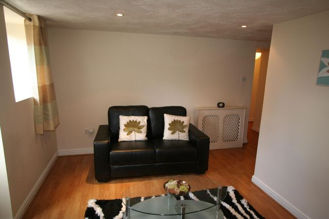 Thumbnail Flat to rent in Flat 1, 227 Hyde Park Road, Hyde Park