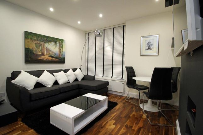Flat to rent in Duke Street, London