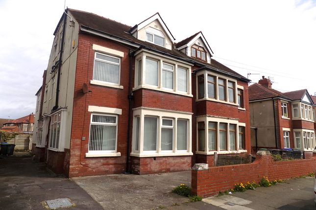 Studio to rent in Luton Road, Thornton-Cleveleys FY5