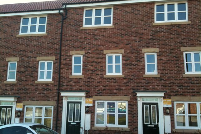 Thumbnail Town house to rent in Pilgrims Way, Gainsborough