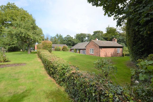 Thumbnail Cottage for sale in Hall Lane, Shotwick, Chester