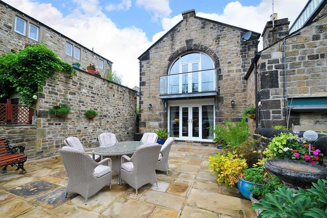 Thumbnail Town house for sale in Weavers Court, Skipton