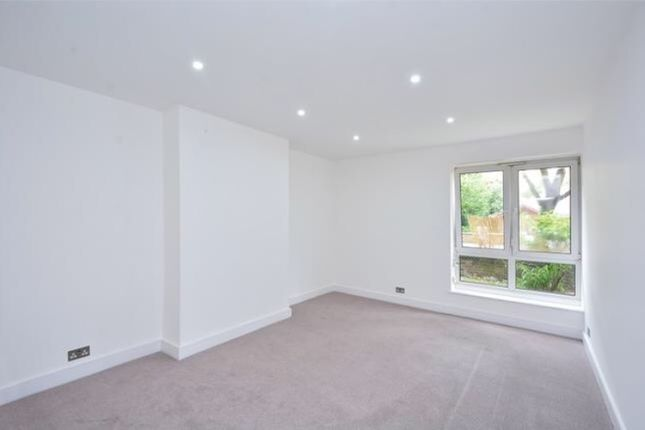 Thumbnail Flat for sale in Globe Road, Bethnal Green