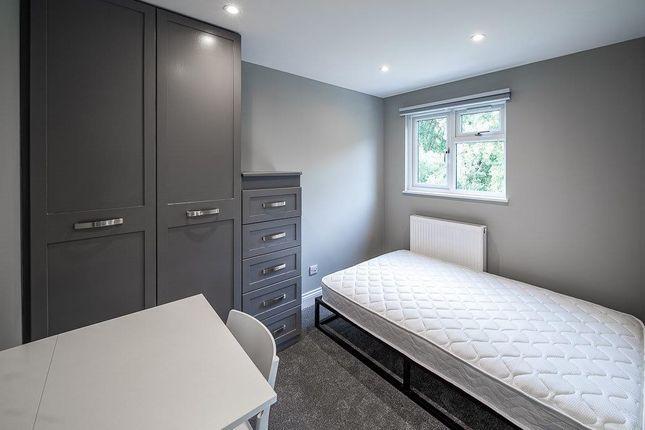 5 bed terraced house to rent in Kimbers Lane, Farnham GU9