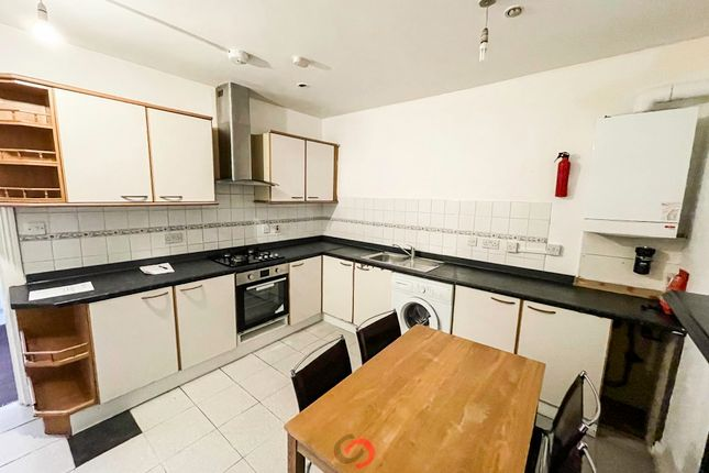 3 bed flat to rent in Caledonian Road, Islington, London N7