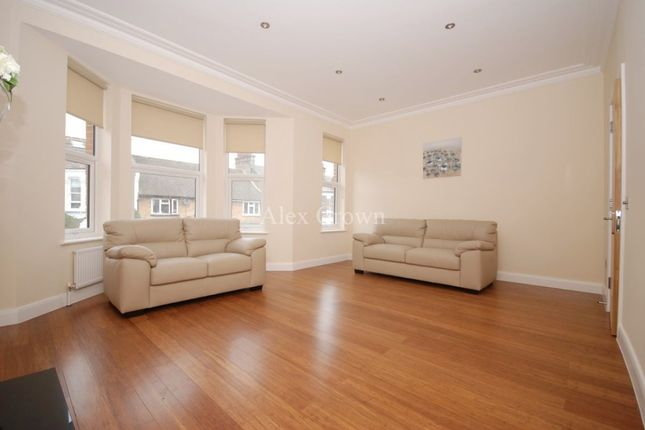 Thumbnail Flat to rent in Bathurst Gardens, London