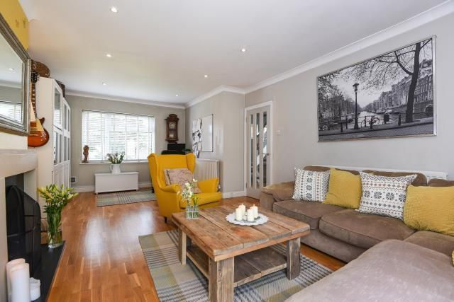 Thumbnail Semi-detached house for sale in Henley On Thames, Oxfordshire