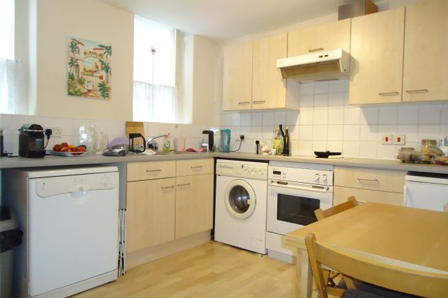 Thumbnail Flat to rent in Vicarage Crescent, London