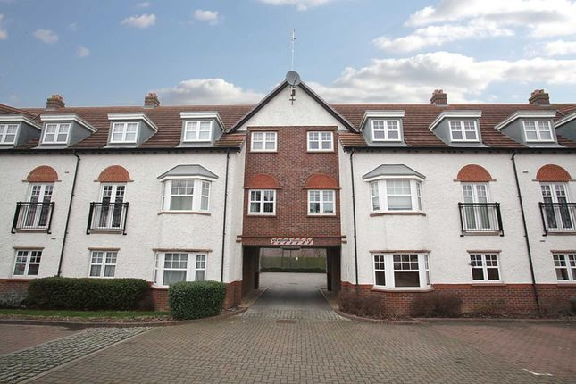 Thumbnail Flat to rent in Ascot Drive, Letchworth Garden City