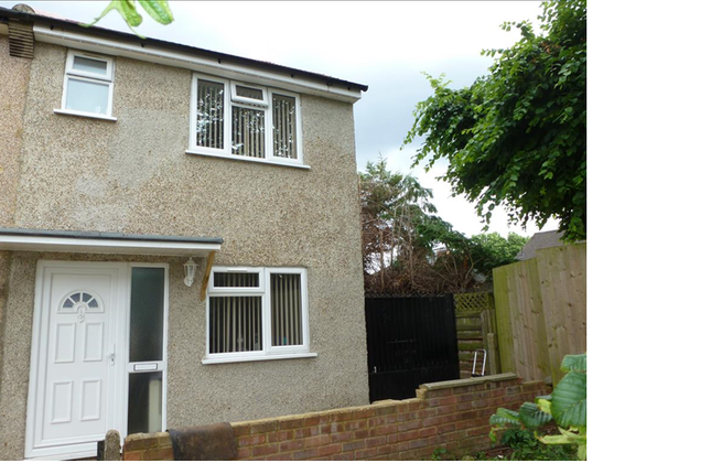 Thumbnail Flat to rent in 11A Harborough Close, Slough