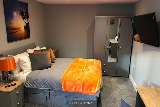 Room to rent in Sandstone Close, Winnersh, Wokingham RG41