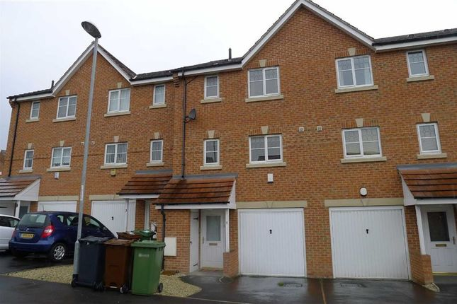 Thumbnail Town house to rent in Digpal Road, Morley, Leeds