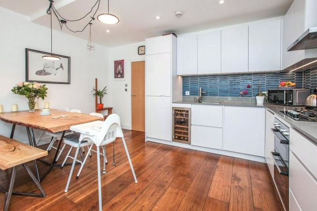 2 bed flat for sale in Chesterfield Gardens, Harringay, London N4