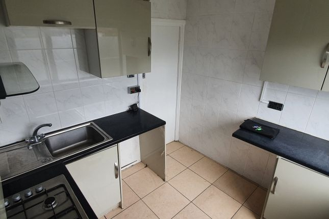 Terraced house to rent in Chigwell Road, Woodford Green IG8