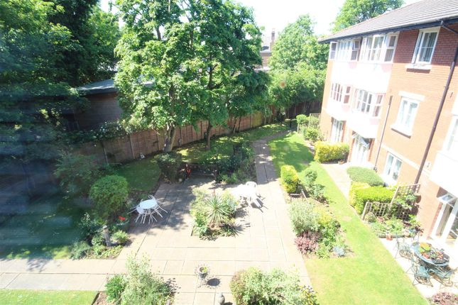 Thumbnail Flat for sale in Beechwood Grove, London