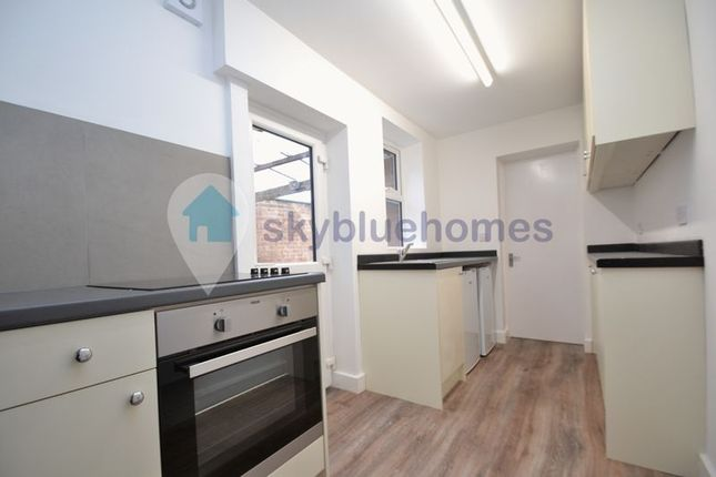 2 bed flat to rent in Fleetwood Road, Leicester