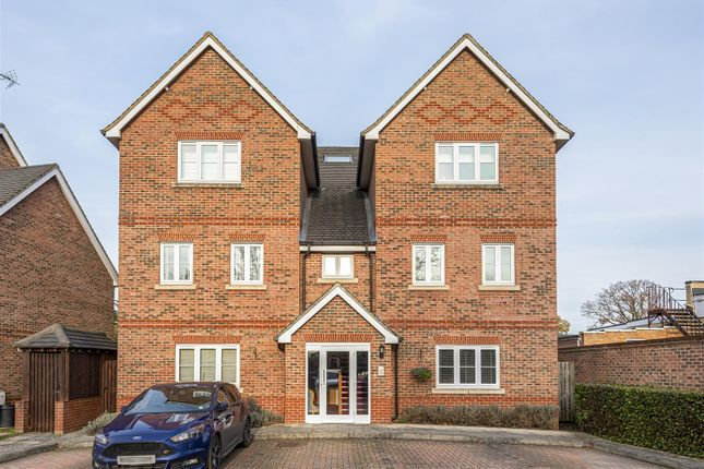 556170 (1) of Summer Court, Sindlesham, Berkshire RG41