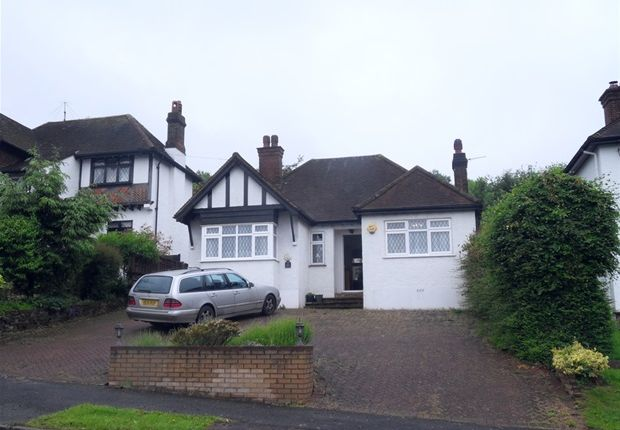 Thumbnail Bungalow to rent in Coombe Wood Hill, Purley