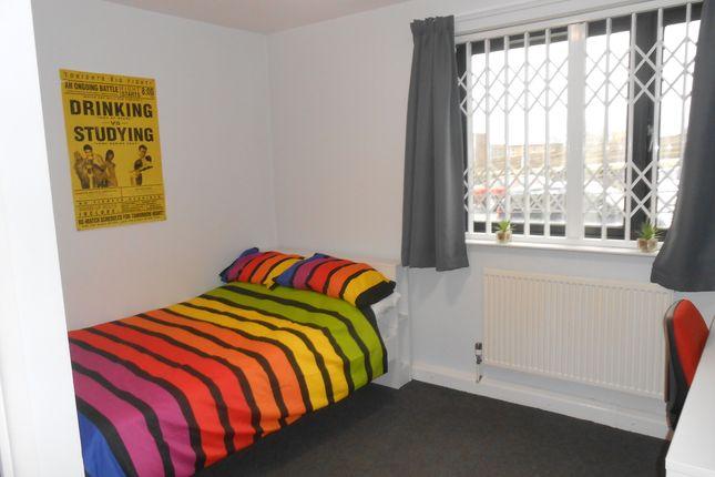 Thumbnail Shared accommodation to rent in Laisteridge Lane, Bradford