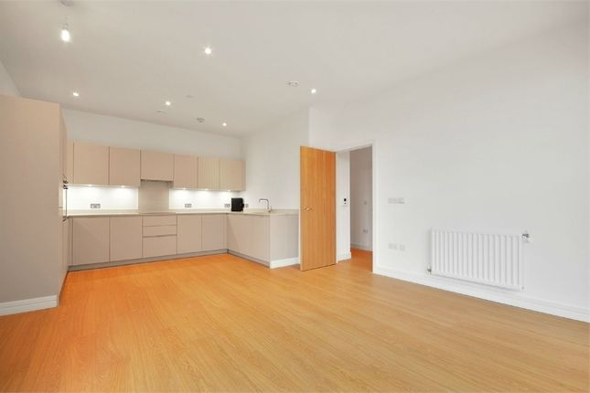 Thumbnail Flat to rent in 47 Cherry Orchard Road, Croydon, Surrey