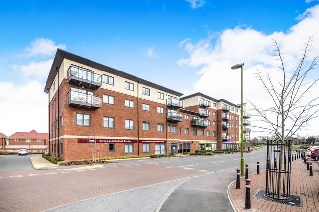 Thumbnail Flat for sale in Cunningham Way, Leavesden, Watford