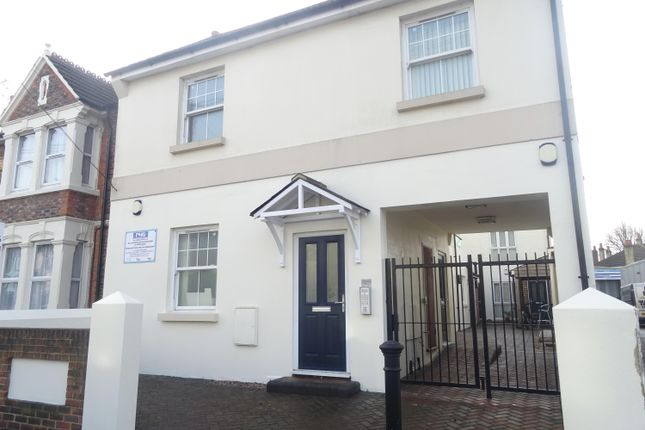 Thumbnail Flat to rent in Tarring Road, Worthing, West Sussex