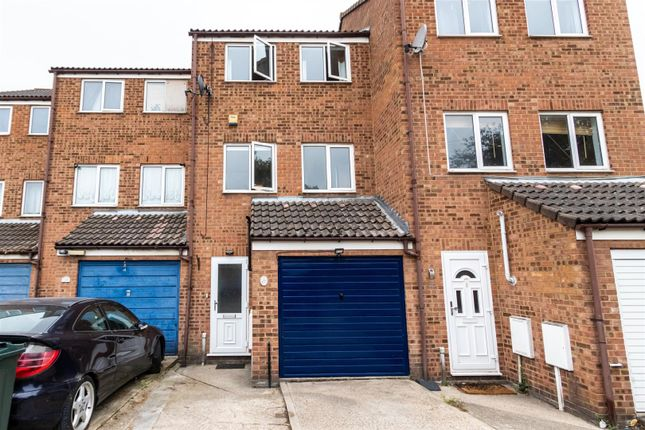 Thumbnail Town house to rent in Broomfield Road, Swanscombe