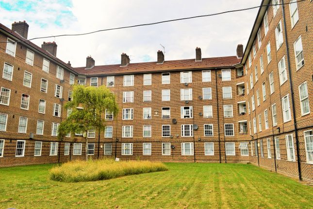 Thumbnail Flat to rent in Chcicksand Street, London