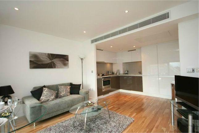 Thumbnail Flat to rent in Landmark East Tower, 22 Marsh Wall, London