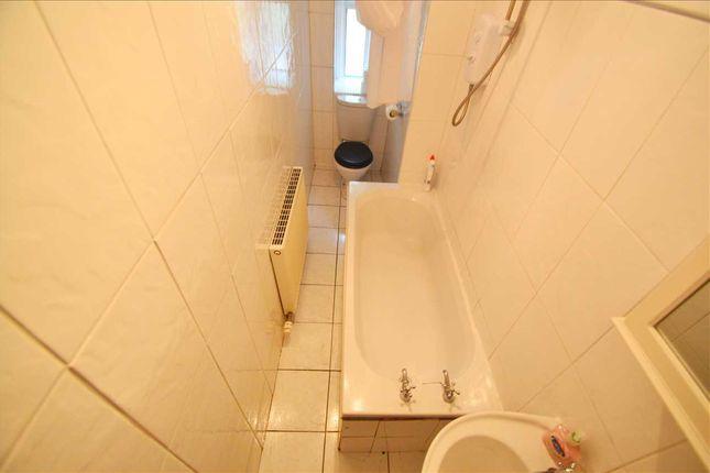 Bathroom of Burnbank Road, Hamilton ML3