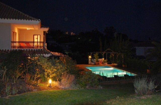 23 Villa Del Gato By Night
