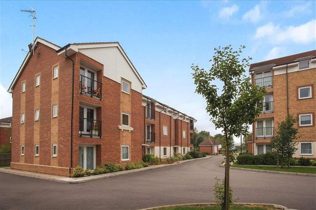 Thumbnail Flat to rent in Chequers Field, Welwyn Garden City