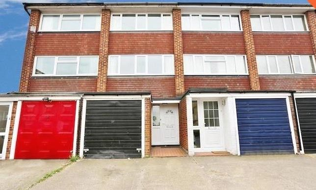Thumbnail Town house to rent in Overcliffe, Gravesend