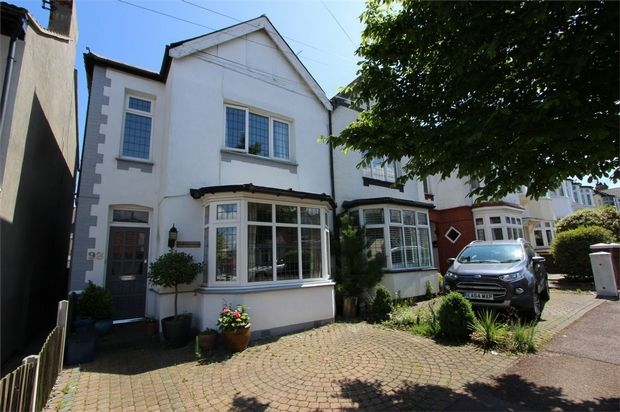 4 bed end terrace house for sale in Lord Roberts Avenue, Leigh-On-Sea, Essex