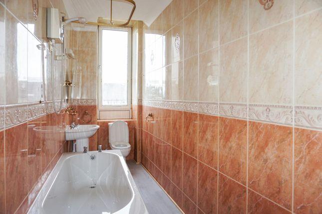 Bathroom of Highholm Street, Port Glasgow PA14