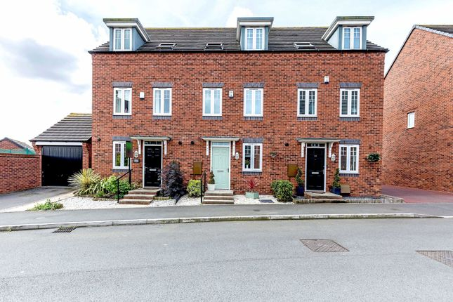 Thumbnail Town house for sale in Kyngston Road, West Bromwich