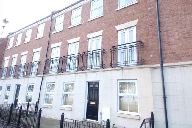 Thumbnail Town house to rent in Bents Park Road, South Shields