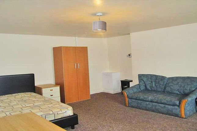 2 bed flat to rent in Birch Lane, Manchester, Manchester