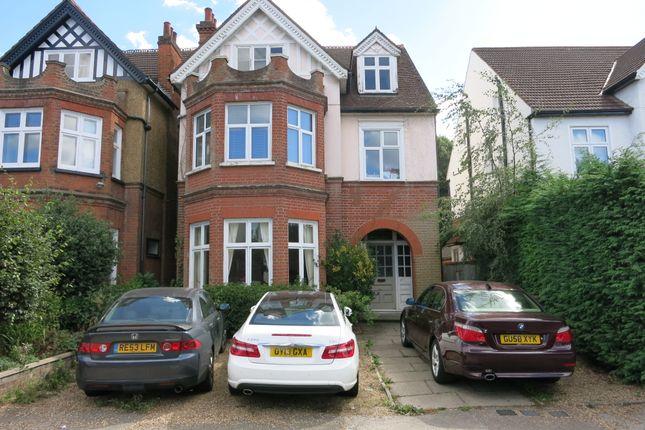 2 bed flat to rent in Effingham Road, Surbiton KT6