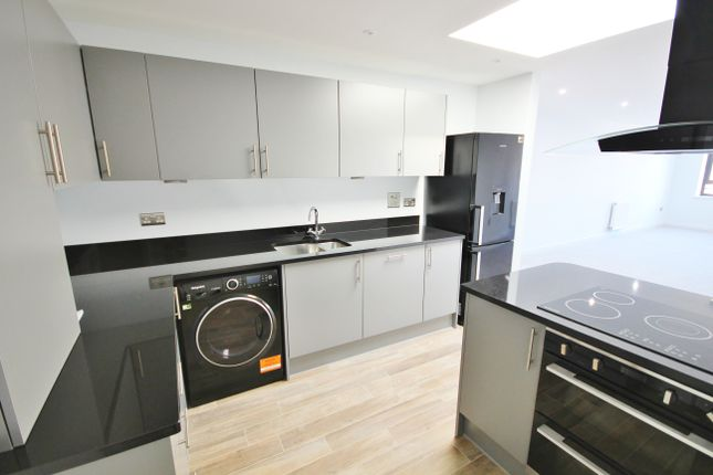 Thumbnail Flat to rent in Mill Road, Cambridge
