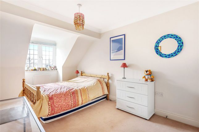 Picture No. 09 of Manor Way, Chesham, Buckinghamshire HP5